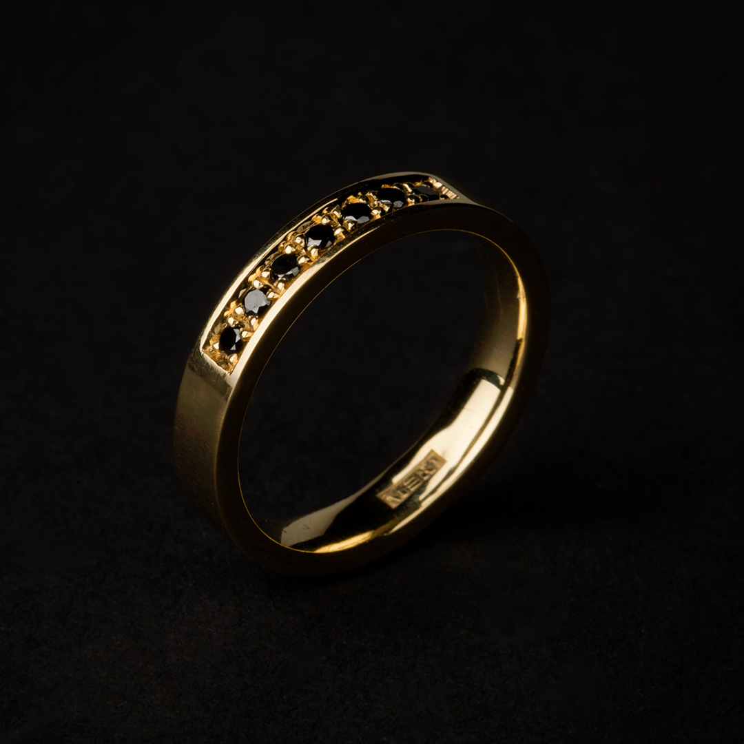 Merilin Pedastsaar - ring, gold 750, black diamonds. Must teemant sõrmus